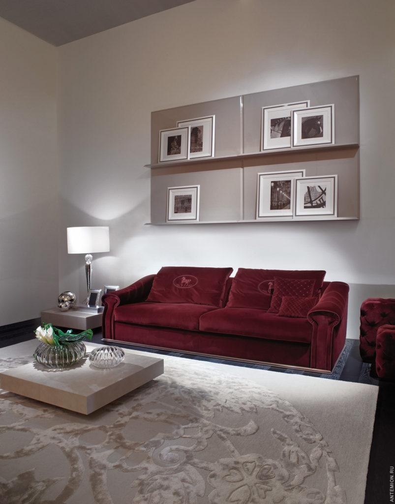 Оформление дивана в бордовом цвете