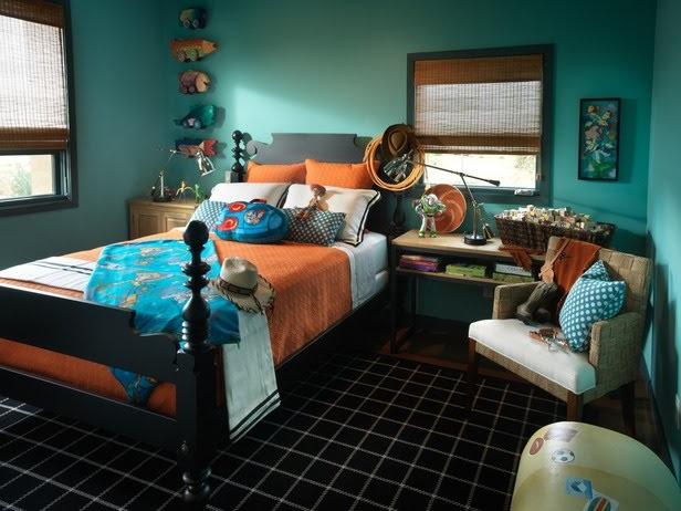 Оранжевая красивая кровать
