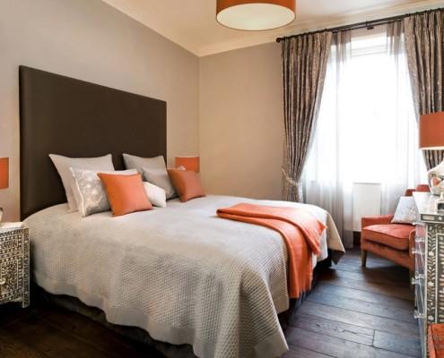 Оранжевый цвет кровати для обустройства спальни