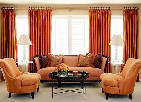 Особенности применения оранжевого дивана в интерьере