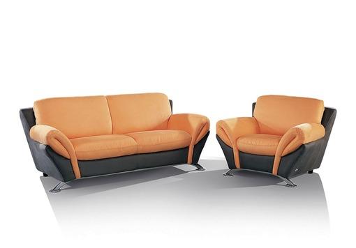 Пастельный оттенок орнажевого цвета дивана