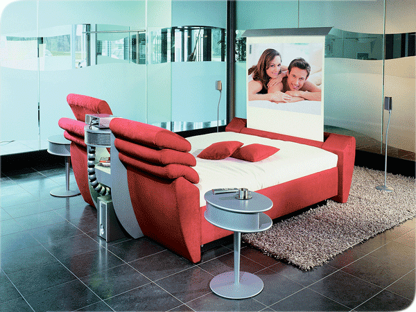 Практиная красная кровать для дома