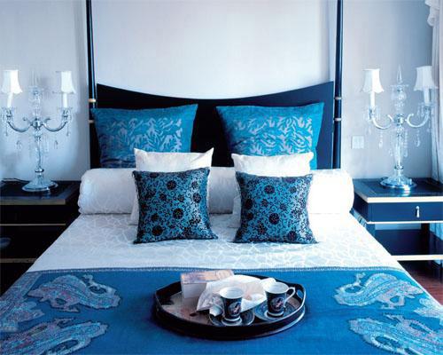 Правила выбора современной синей кровати
