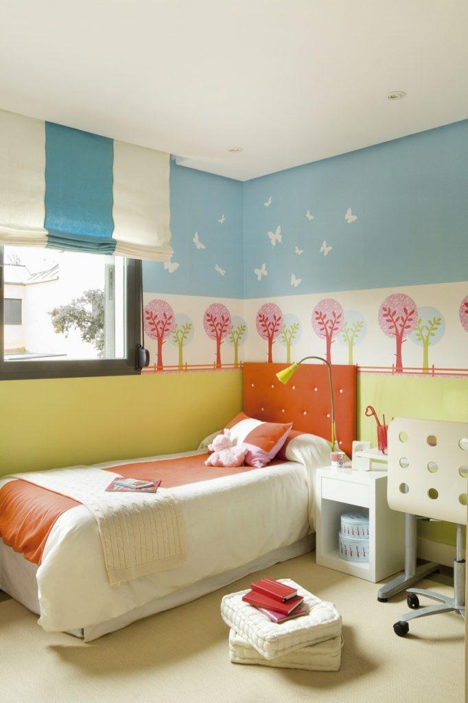 Применение оранжевой кровати в интерьере спальни