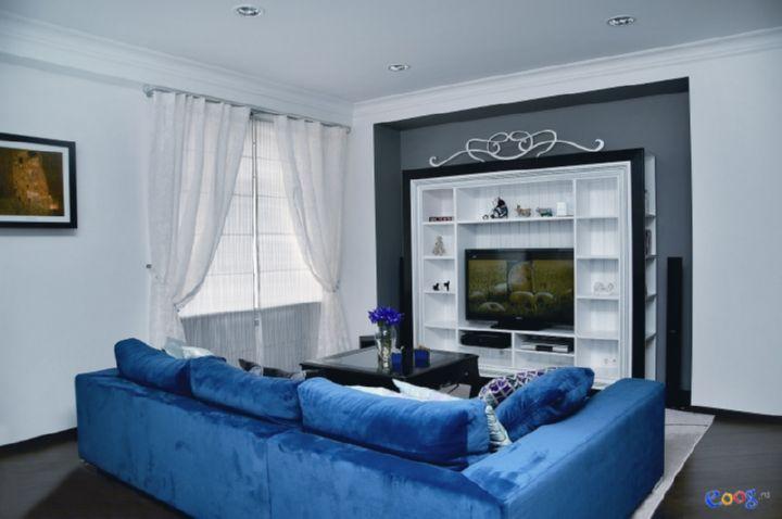 Применение синего дивана в интерьере