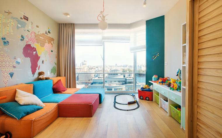 Пример красивого современного дивана оранжевого цвета