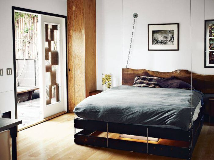 Пример красивой черной кровати