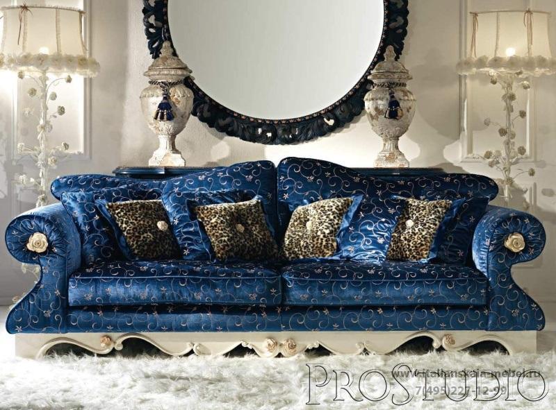 Приятный дизайн синего дивана
