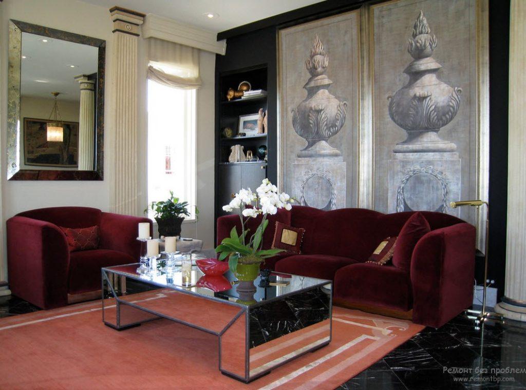 Приятный оттенок бордового дивана