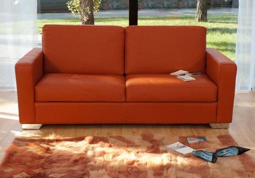 Приятный оттенок оранжевого дивана