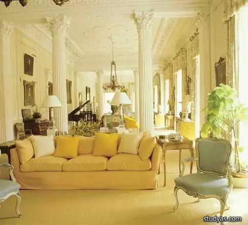 Приятный пастельный оттенок желтого дивана