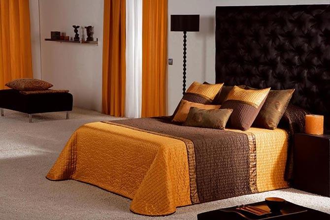 Приятный светлый оттенок кровати оранжевого цвета