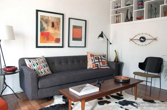 Прямой небольшой диван черного цвета