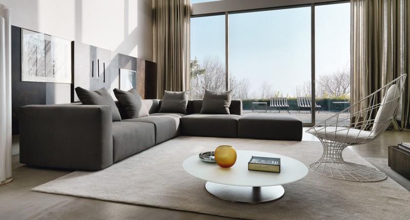 Серо-черный диван для дома