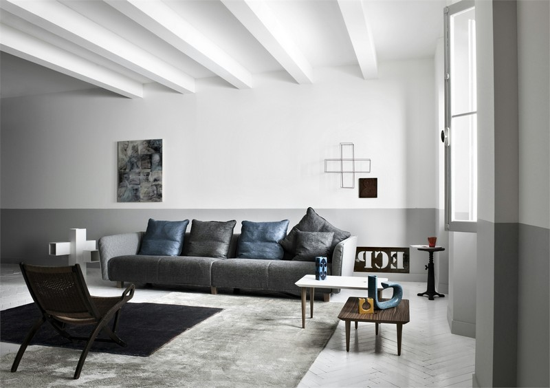 Серый диван впишется в любой интерьер