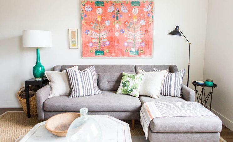 Серый современный диван для дома