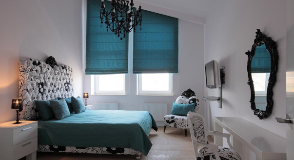 Сине-бирюзовая кровать для обустройства дома
