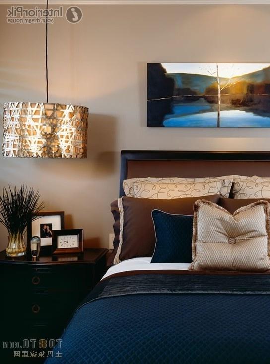 Синяя кровать для обустройства спальни