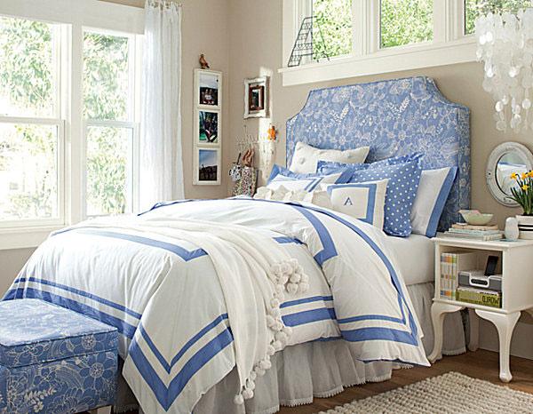 Синяя кровать светлого оттенка