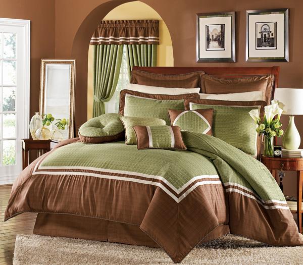 Сочетание цветов в спальне с коричневой кроватью