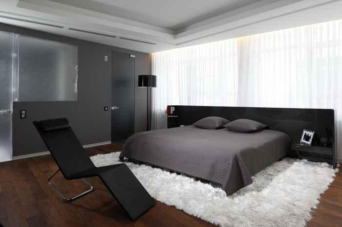 Современная модель кровати черного цвета