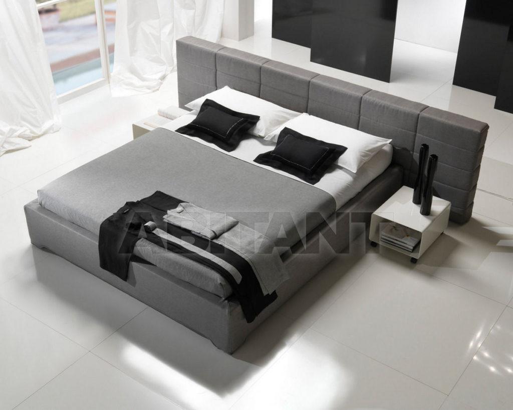 Современная серая кровать