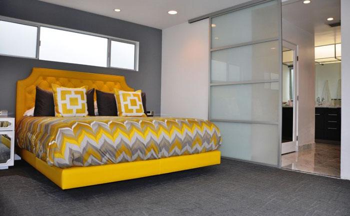 Современная желтая кровать
