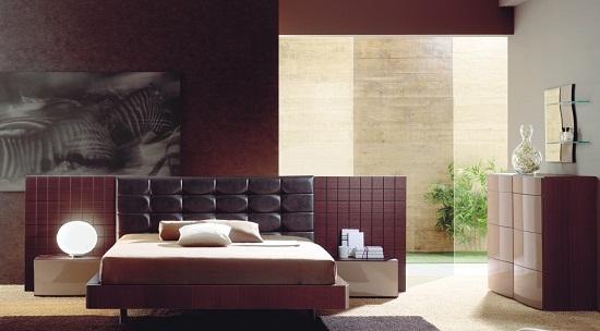 Современный дизайн спальни в бордовом цвете