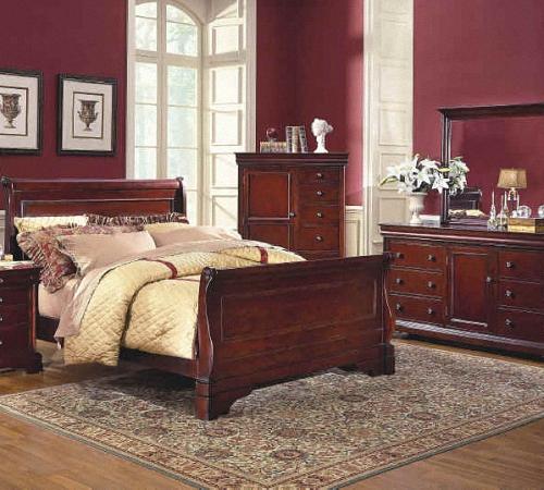 Спальня с красивой кроватью бордового цвета