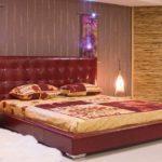 Бордовая кровать в интерьере спальни