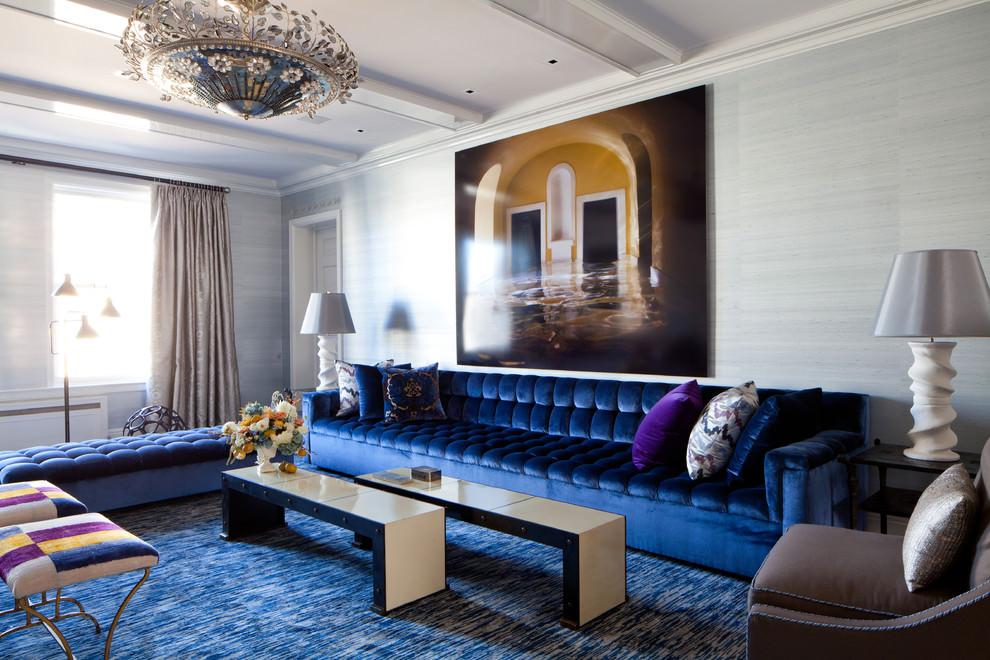 Стеганный прямой диван синего цвета