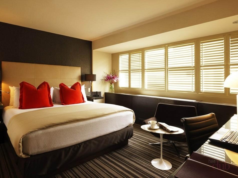 Стильная коричневая кровать