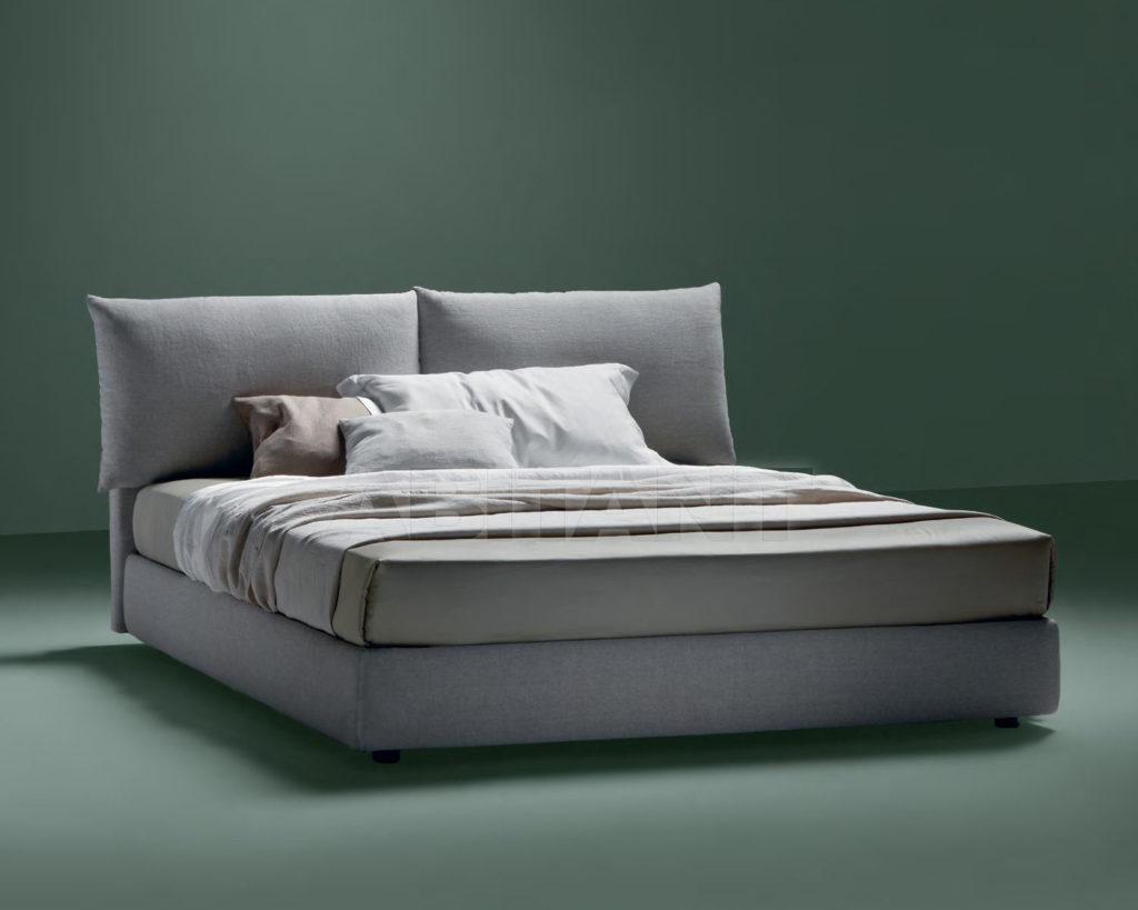 Светло-серая практичная кровать