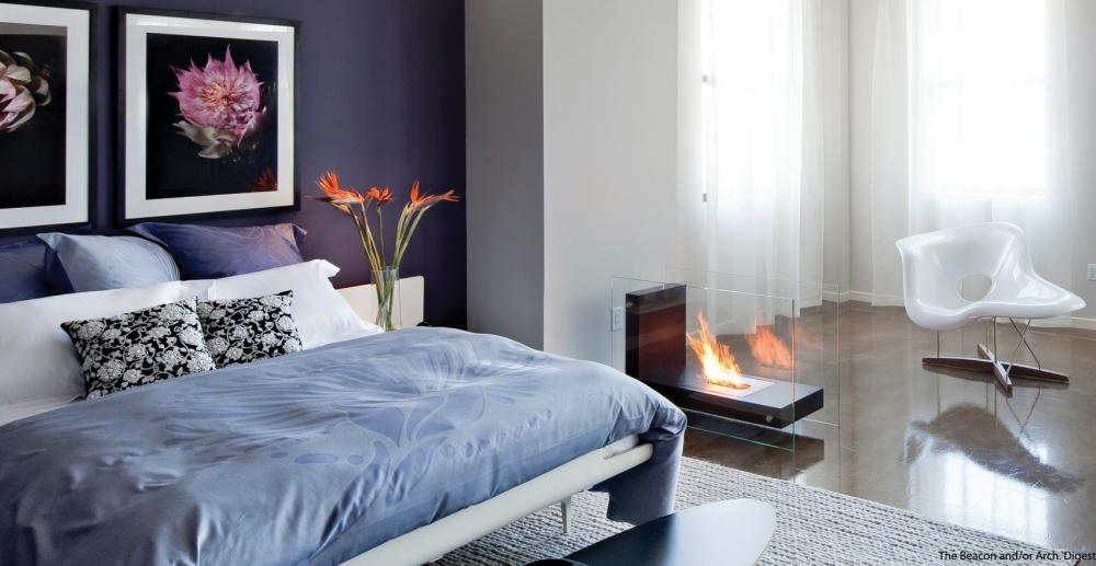 Светло-синяя кровать для обустройства дома