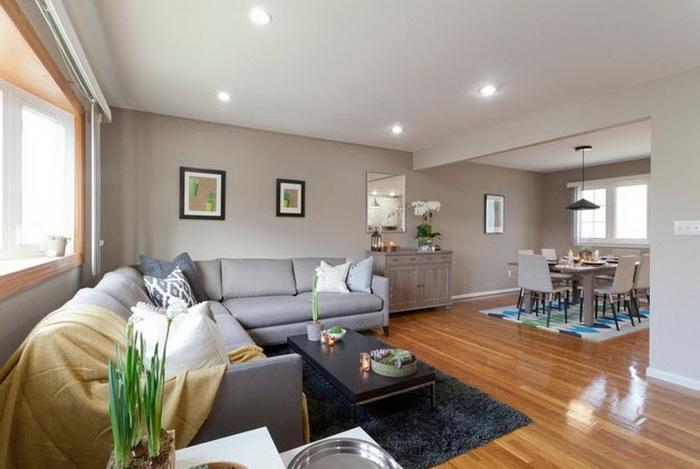 Светлый практичный серый диван