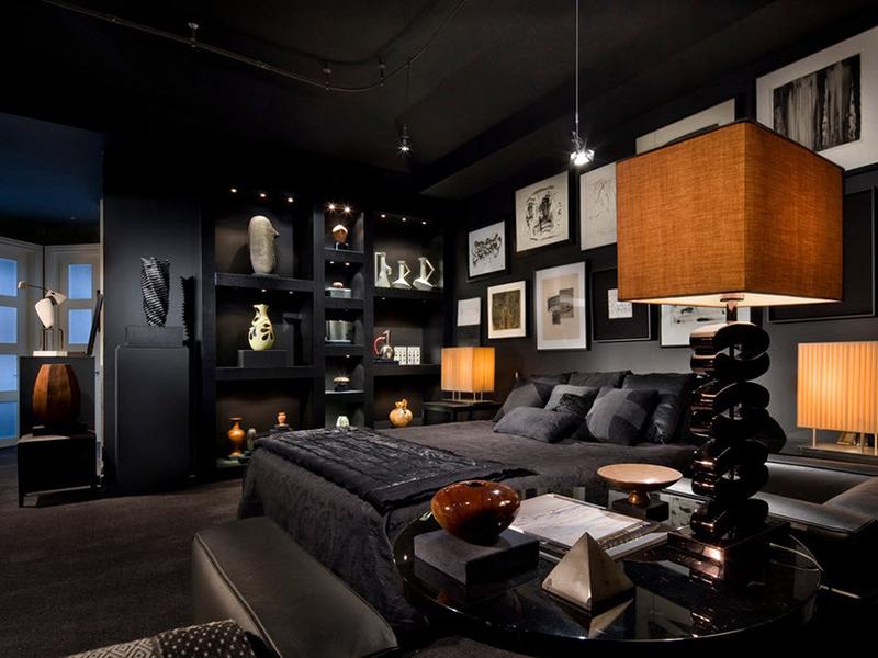 Темная кровать, выполенная в черном цвете