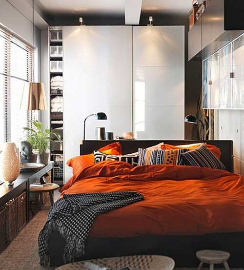 Темно-оранжевая кровать для дома