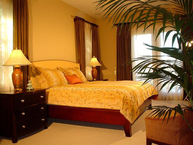 Традиционный дизайн желтой кровати