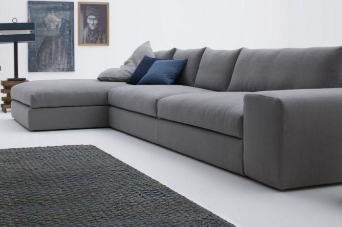 Удобный и долговечный диван серого цвета