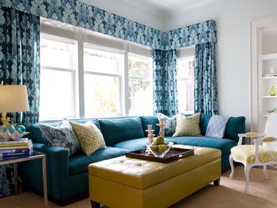 Угловой диван приятного синего цвета