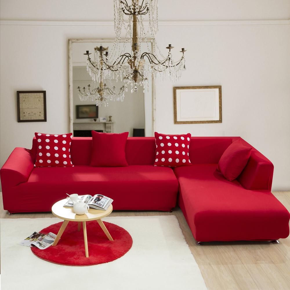 Уютный диван, выполненный в красном цвете
