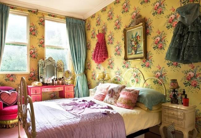 Великолепная кровать, выполненная в желтом цвете