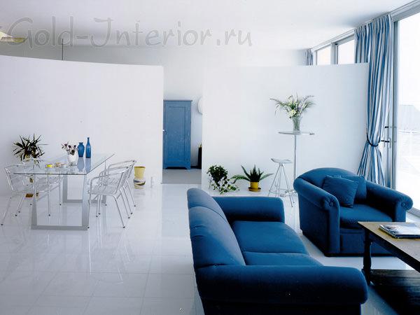 Внешний вид дивана синего цвета