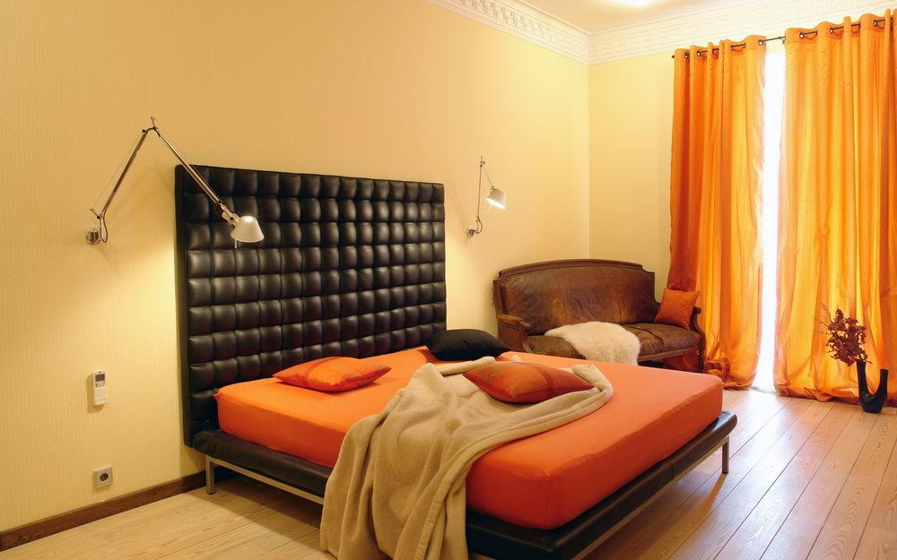 Выбираем оранжевую кровать