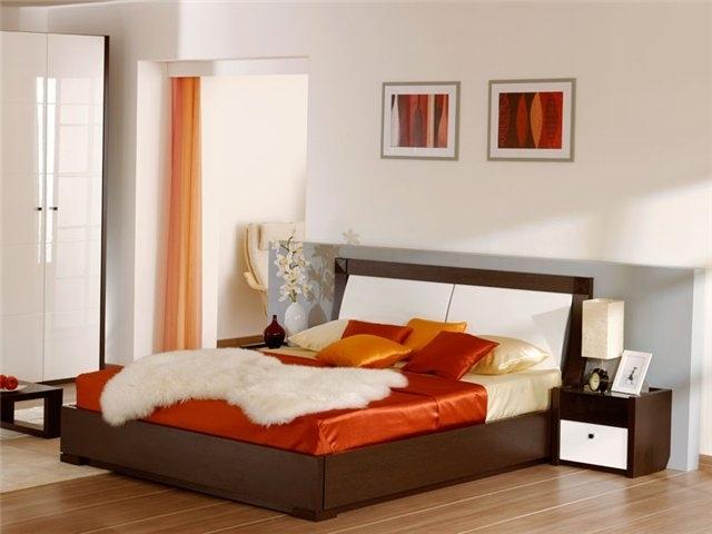 Яркая оранжевая кровать для спальни