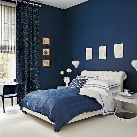 Яркий синий тон оформления кровати