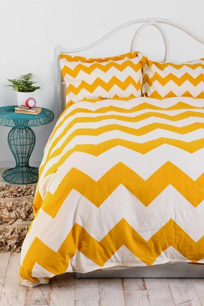 Ярко-желтая кровать для обустройства дома