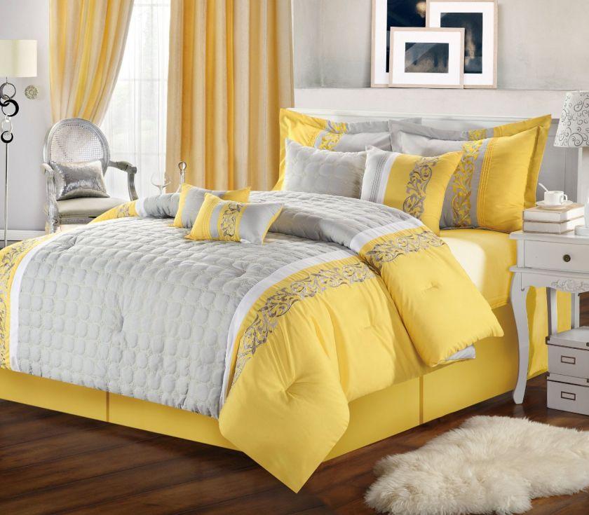 Желтая кровать светлого оттенка