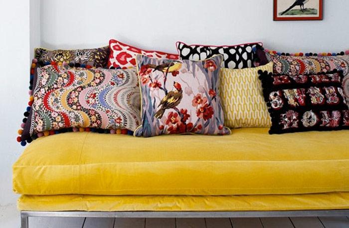 Желтые диваны
