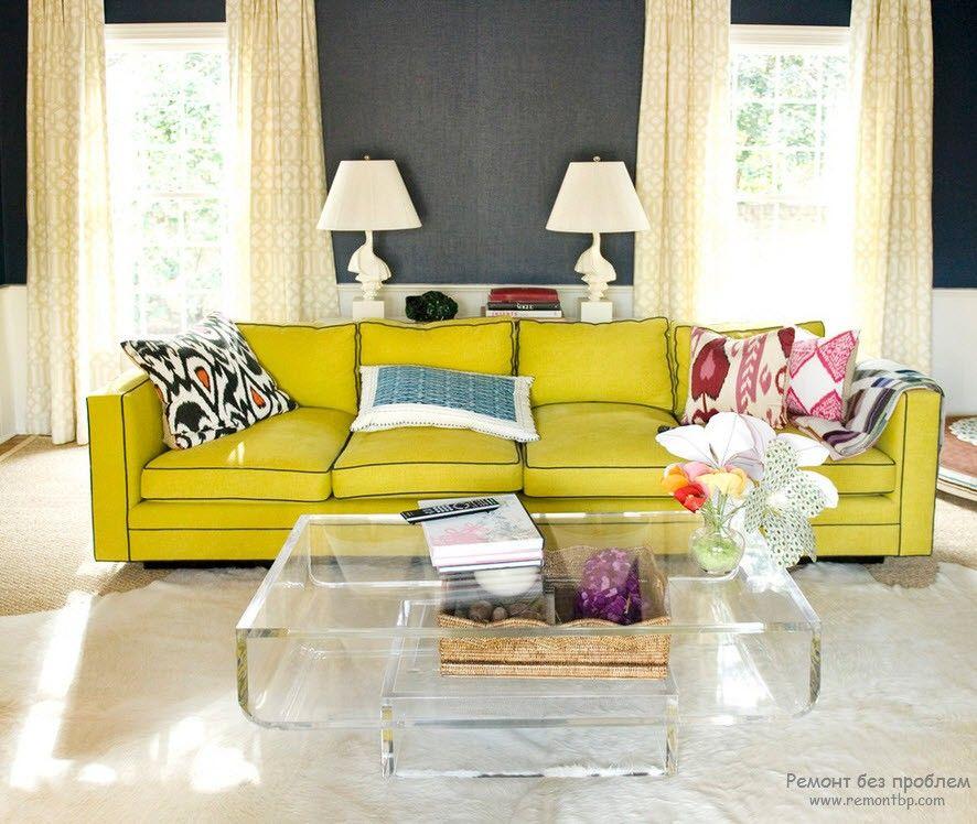 Желтый диван прямого типа